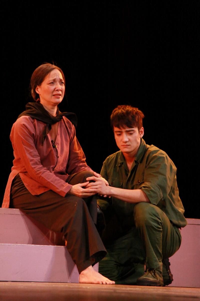 Một cảnh trong vở kịch 'Lời thề thứ 9' của Lưu Qua