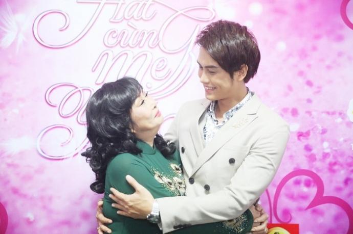 1. NS Kim Phuong va con trai Tong Hao Nhien (3)