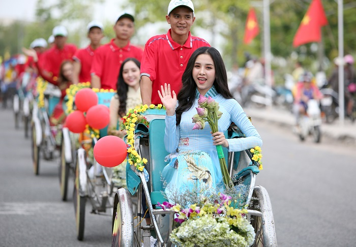 A hau Thuy An_Anh Ngoc Duong Thanh Nien 14