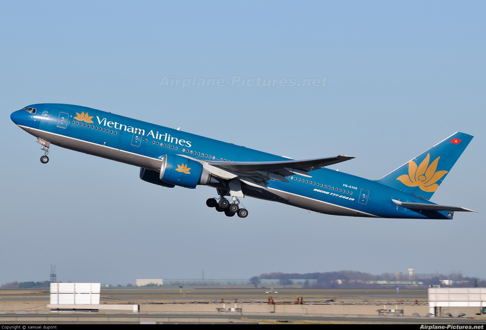 may-bay-vietnam-airlines