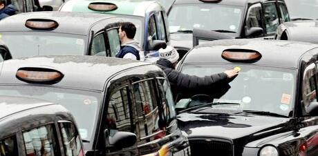 Xegiaothong_lai_xe_taxi_o_london
