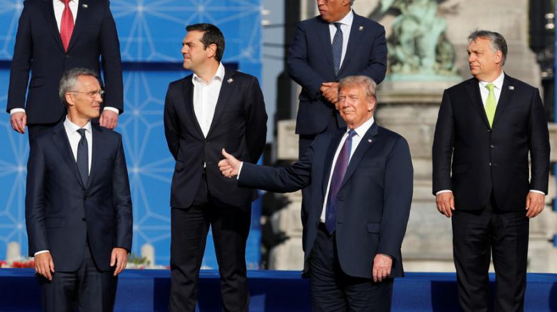 Tổng thống Mỹ Donald Trump chụp ảnh chung cùng các