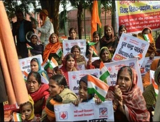 Phụ nữ Ấn Độ xuống đường đòi công lý cho nữ sinh viên y khoa bị cưỡng hiếp tập thể trên xe buýt hôm 16/12/2012