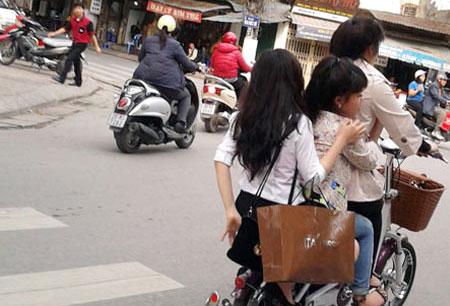 Hầu hết người đi xe đạp điện là nữ và ít tuổi.