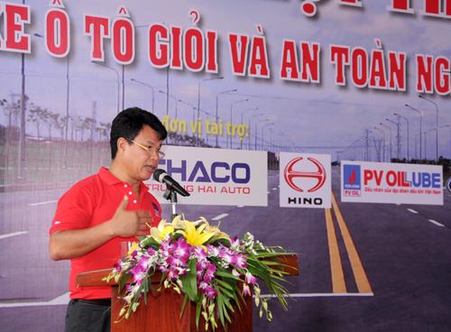 Chủ tịch Công đoàn GTVT VN Đỗ Nga Việt, Phó Trưởng Ban tổ chức Hội thi phát biểu tại buổi bế mạc Hội thi lái xe giỏi, an toàn ngành GTVT