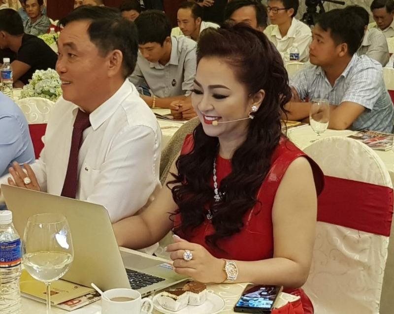 Bà Phương Hằng
