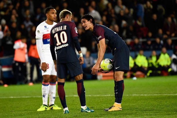 Tin bóng đá tối 18/9: Neymar gây bão; Rooney bị phạt nặng