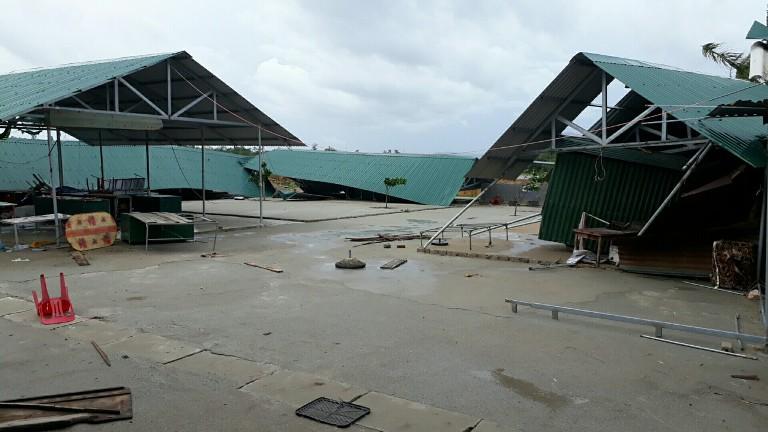 Chợ xã Xuân Yên, huyện Nghi Xuân bị gió bão làm hư hỏng gần như hoàn toàn