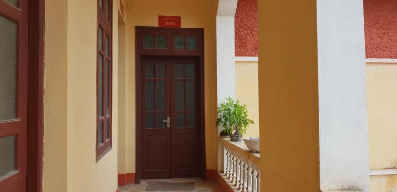 Cửa phòng của Chủ tịch UBND xã Long Hưng đóng trái cửa trong giờ hành chính sáng 10/10
