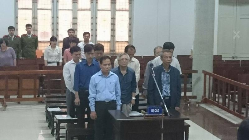 Hình ảnh Phiên tòa xử vỡ ống nước sông Đà: Cựu Phó Chủ tịch Hà Nội cáo ốm vắng mặt số 1