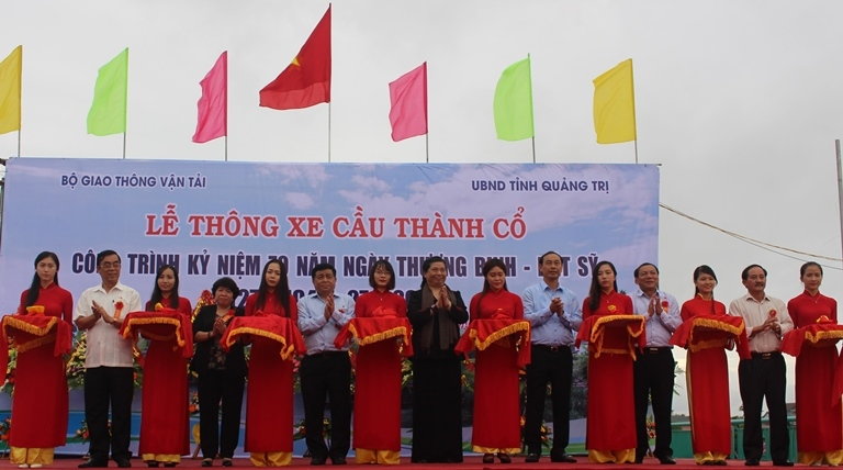 Thu- truong- Le- Dinh- Tho- phat- lenh- thong- xe-