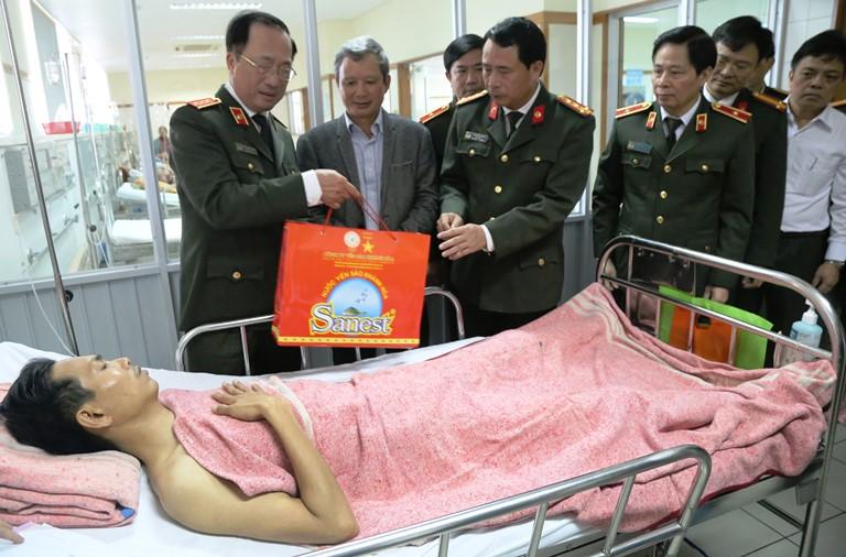 Lanh- dao- Bo- Cong- an- tham- CSGT- Hue- bi- thuo