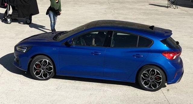 2019-ford-focus-leak--1518817009043713793395