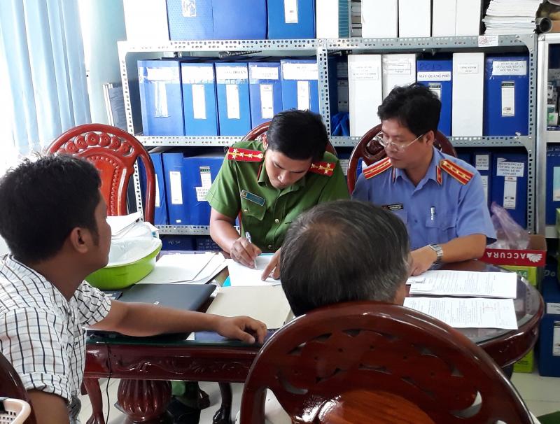 Vì sao 2 cán bộ Sở TN&MT tỉnh Đồng Tháp bị bắt giam?