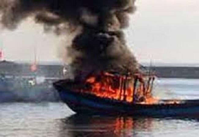 cháy tàu cá