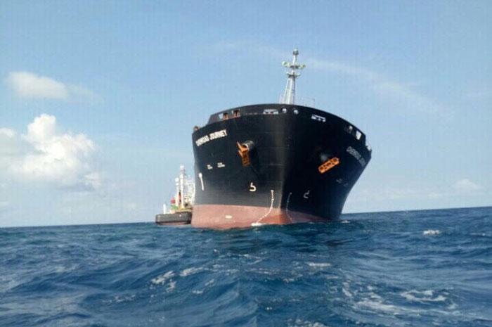 Tàu hơn 33 nghìn tấn mắc cạn có rò rỉ dầu ra biển?