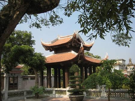 Nhiều người đến chùa Duyên Ninh cầu duyên và cầu tự hiếm muộn con cái. (Ảnh: internet)