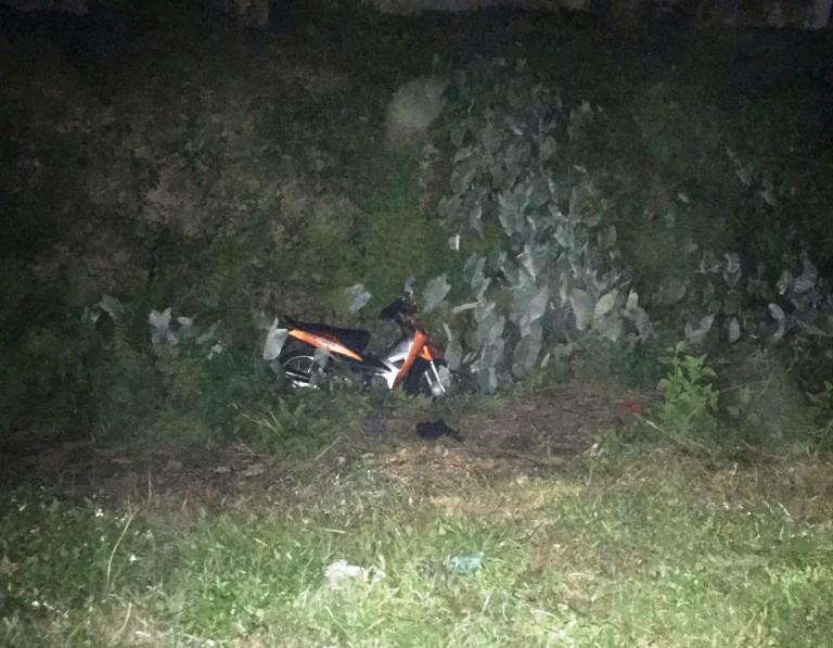Bị ném mũ bảo hiểm trúng mặt, xe Linh mất lái lao xuống vực