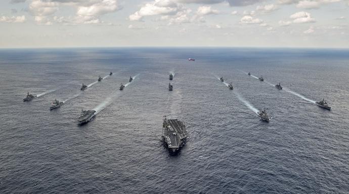 Tàu hải quân Mỹ và lực lượng phòng vệ