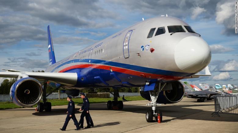 Máy bay Tu-214