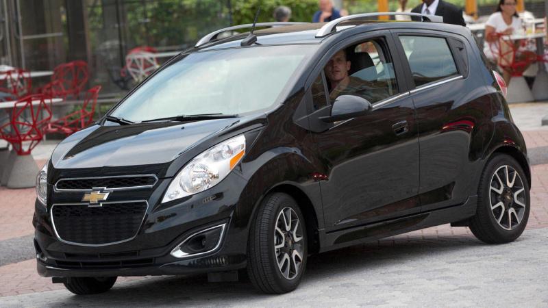 Chevrolet Spark - giá 13.875 USD
