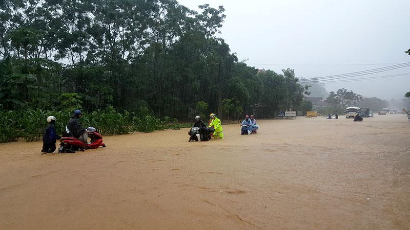 Cập nhật thiệt hại mưa lũ: Gần 80 người chết và mất tích