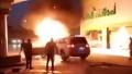 Tài xế Land Cruiser nhanh trí đẩy xe bị cháy khỏi cột bơm xăng