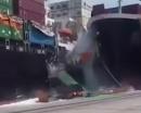 Video: Hai tàu hàng khủng đâm nhau, hàng chục container tắm biển