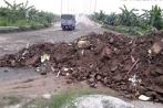 Vì sao không dẹp được nạn đổ phế thải đại lộ Thăng Long?