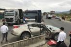 Xe tải tông nát xe hơi, hai phụ nữ thoát chết kỳ diệu