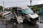 Ô tô con đối đầu xe tải, 2 người chết lúc rạng sáng