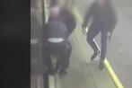 Video: Nghẹt thở màn cứu hành khách rơi xuống khe đường ray tàu điện