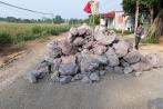 Video: Mang đất, đá, lập rào chắn xe quá tải ở Nông Cống