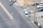 Video: Đang di chuyển, hai ôtô bị hút lên trời gây xôn xao