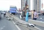 Xe khách làm xiếc trên cầu Nhật Tân, hàng chục người thoát chết