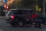 Vượt đèn đỏ, biker đâm sầm vào ô tô, chết thảm