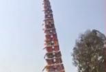 Đang ăn mừng mùa màng bội thu, tháp cao 30m bất ngờ đổ sập