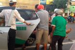 Video vụ xe khách tông xe máy, 2 người nguy kịch