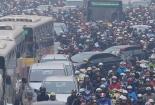 Hà Nội: Gia tăng ùn tắc do bùng phát xe chở HS, công nhân