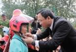 1.000 mũ bảo hiểm đến tay phụ nữ khó khăn dân tộc Thái