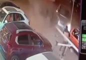Video: Nam thanh niên thoát chết tới hai lần chỉ trong vài giây