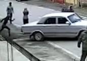 Video: Bé trai 5 tuổi ăn trộm ôtô để... ra oai với bạn gái