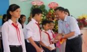 Báo Giao thông tặng quà học sinh năm học mới