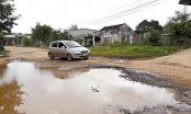 """Đắk Lắk: Đường thành """"ao"""", dân kêu cứu 10 năm chưa sửa"""