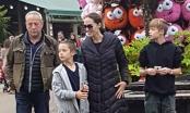 Angelina Jolie mặc xuề xòa, đưa các con đi chơi ở Anh