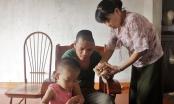 Xót cảnh vợ đau yếu chăm chồng bệnh tật sau TNGT