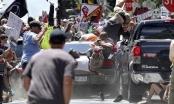 Xe điên tông thẳng vào đoàn biểu tình, hàng chục người thương vong