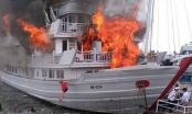 Cháy tàu du lịch rạng sáng nay tại Quảng Ninh