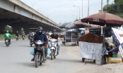 Đường cửa ngõ Thủ đô bị chiếm dụng, nhếch nhác như cái chợ
