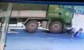 Sống sót thần kỳ dưới bánh xe tải ở Hải Dương